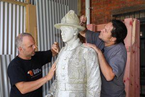 herewini-statue-cleaning