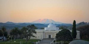 Sarjeant Gallery with Mount Ruapehu in the distance